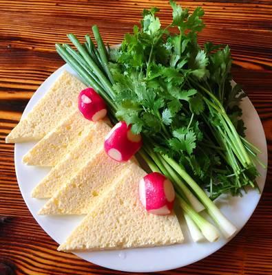 Сыр, зелень